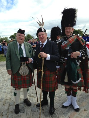 Hank Collins, the Earl of Erroll and Pipe Major Phillippe Vervoort at Bannockburn Live