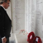 Laurent Rens laying the wreaths