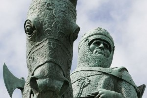 The face of Robert the Bruce depicted in his statue at Bannockburn